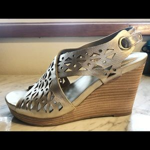 Me Too Gold Wedges